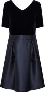 Sukienka Esprit z krótkim rękawem rozkloszowana