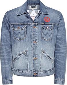 Niebieska kurtka Wrangler w młodzieżowym stylu krótka
