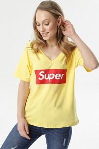 Żółta bluzka born2be w młodzieżowym stylu