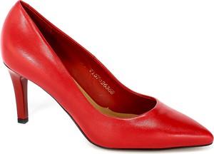 Czerwone szpilki Visconi ze spiczastym noskiem