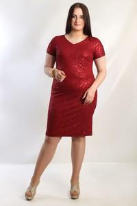 Czerwona sukienka Oscar Fashion z krótkim rękawem ołówkowa z dekoltem w kształcie litery v