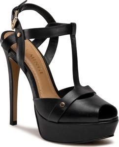 Czarne sandały Eva Minge z klamrami