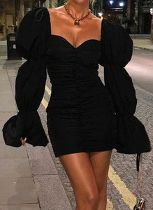 Czarna sukienka Cikelly z dekoltem w kształcie litery v z długim rękawem