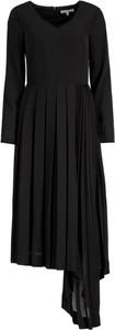 Czarna sukienka Silvian Heach z długim rękawem asymetryczna