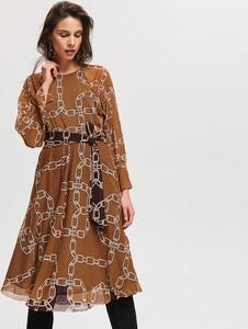 Sukienka Reserved z okrągłym dekoltem z długim rękawem w stylu casual