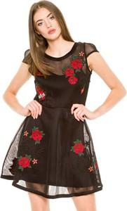 Sukienka Guess w młodzieżowym stylu mini