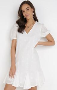 Sukienka born2be trapezowa z dekoltem w kształcie litery v z krótkim rękawem