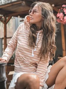 Różowa bluza Yasmin Boutique w młodzieżowym stylu z bawełny