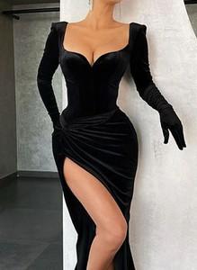 Sukienka Arilook z długim rękawem dopasowana z dekoltem w kształcie litery v