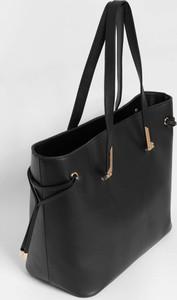 7c643d2d39966 Czarna torebka ORSAY w wakacyjnym stylu na ramię duża