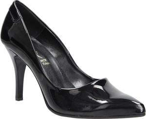 Czarne szpilki Casu w stylu klasycznym