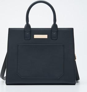 Czarna torebka Sinsay matowa do ręki