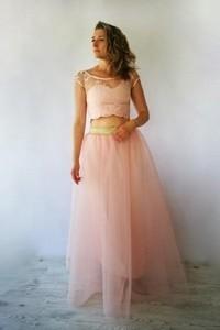 Sukienka Meleksima z okrągłym dekoltem z tiulu