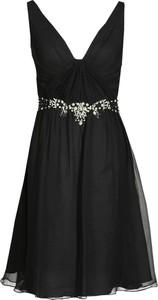 Czarna sukienka Fokus w stylu glamour z jedwabiu