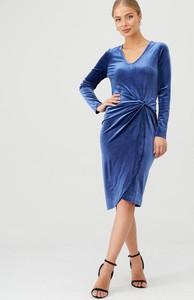 Niebieska sukienka V by Very midi z weluru