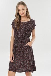 Granatowa sukienka born2be z krótkim rękawem
