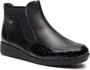 Czarne botki Rieker w stylu casual na koturnie na zamek