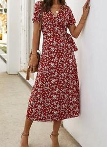 Czerwona sukienka Sandbella z dekoltem w kształcie litery v maxi z krótkim rękawem