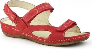 Czerwone sandały Helios na koturnie w stylu casual na rzepy
