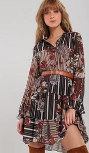 Sukienka Renee w stylu casual z kołnierzykiem mini