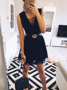 Czarna sukienka Pakuten z tiulu