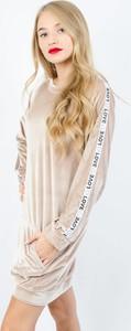 Sukienka Olika z weluru z długim rękawem