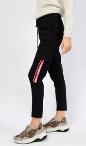 Czarne spodnie Olika w militarnym stylu
