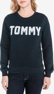 Bluza Tommy Hilfiger krótka z bawełny w młodzieżowym stylu