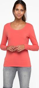 Różowy t-shirt YESSICA z okrągłym dekoltem z długim rękawem w stylu casual