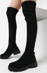 Czarne kozaki born2be w stylu casual za kolano