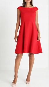 Czerwona sukienka Anna Field bez rękawów z dekoltem w łódkę