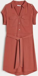 Sukienka Reserved z dekoltem w kształcie litery v w stylu casual z krótkim rękawem