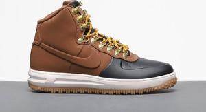Buty zimowe Nike sznurowane w sportowym stylu