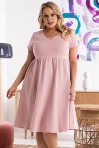 Różowa sukienka KARKO z dekoltem w kształcie litery v w stylu casual z krótkim rękawem