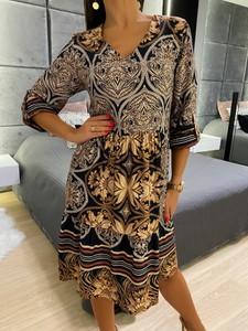 Sukienka ModnaKiecka.pl midi z dekoltem w kształcie litery v