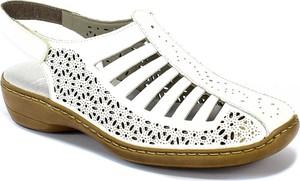 Sandały Rieker na niskim obcasie w stylu casual na koturnie
