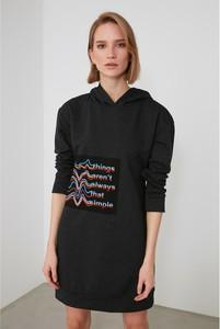 Sukienka Trendyol z dekoltem w kształcie litery v z bawełny w stylu casual