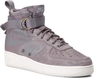 Fioletowe buty sportowe Nike ze skóry w sportowym stylu