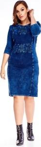 Niebieska sukienka omnido.pl midi z okrągłym dekoltem z długim rękawem