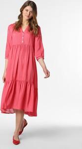 Różowa sukienka Marie Lund w stylu casual