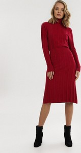 Czerwona sukienka born2be z golfem