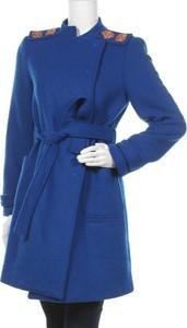 Niebieski płaszcz Denny Rose w stylu casual