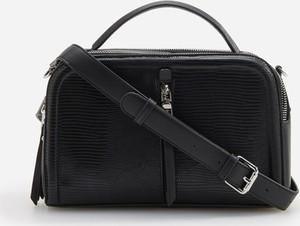 Czarna torebka Reserved z tłoczeniem na ramię