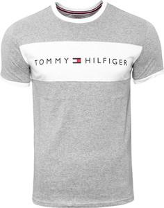 T-shirt Tommy Hilfiger z krótkim rękawem z bawełny w młodzieżowym stylu