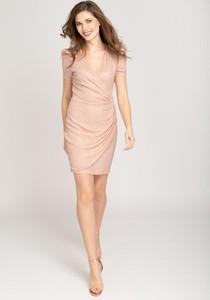 Różowa sukienka VISSAVI z dekoltem w kształcie litery v