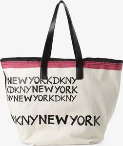 Torebka DKNY na ramię w młodzieżowym stylu duża