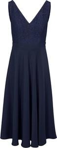 Sukienka Heine z dekoltem w kształcie litery v bez rękawów midi