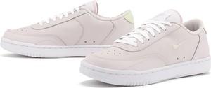 Różowe buty sportowe Nike z płaską podeszwą ze skóry sznurowane