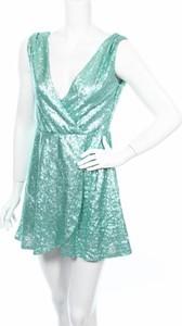 Sukienka BooHoo z dekoltem w kształcie litery v