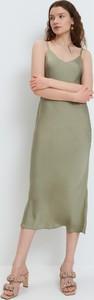 Sukienka Mohito midi z dekoltem w kształcie litery v w stylu casual